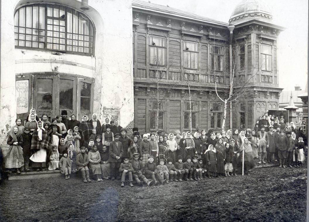 1916 год. Группа беженцев в Самаре.