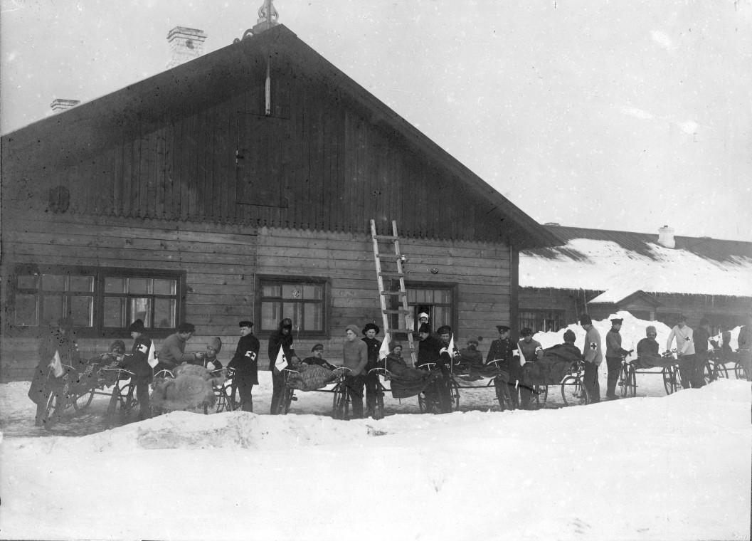 1915 год. Отряд велосипедистов по перевозке раненых. Самара