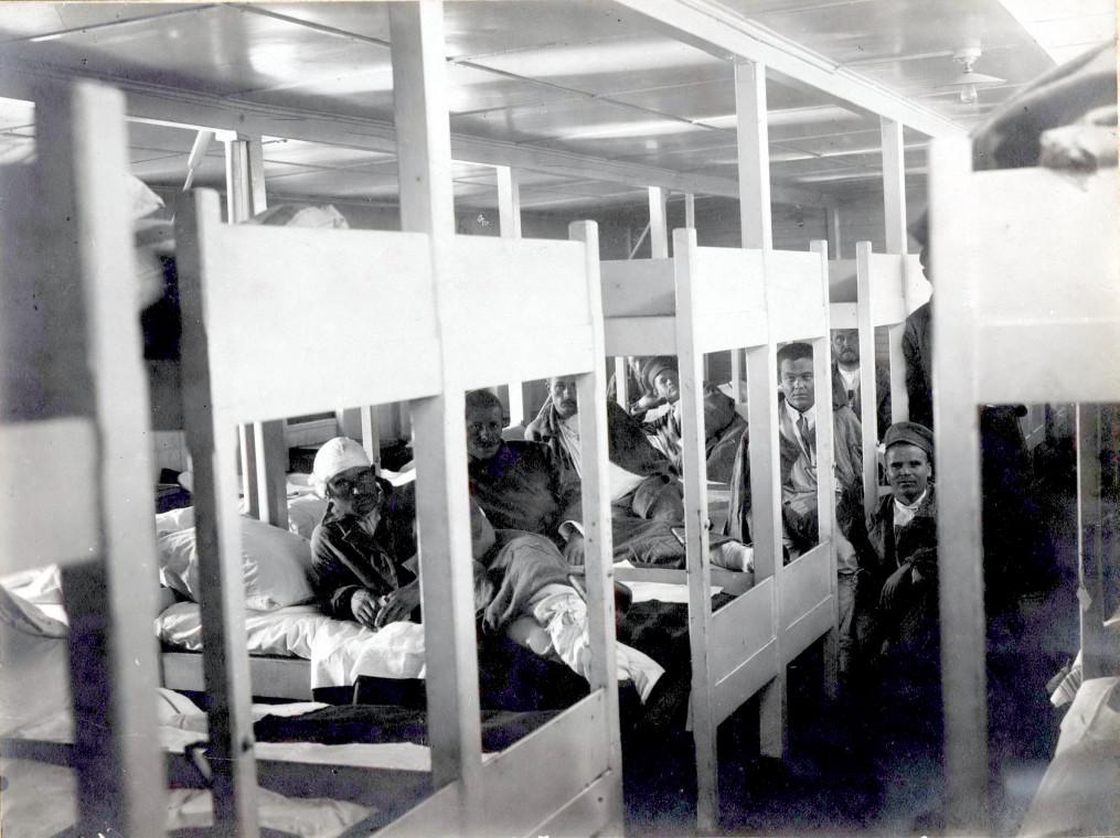Плавучий госпиталь «Кашгар» на Волге. В палате. 1916 год.